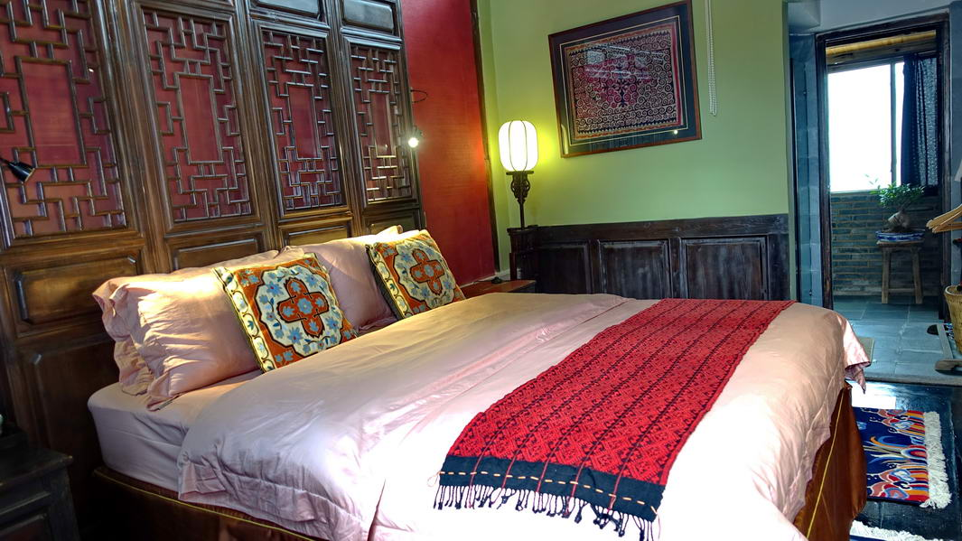 shaxi-old-theatre-inn-guestroom