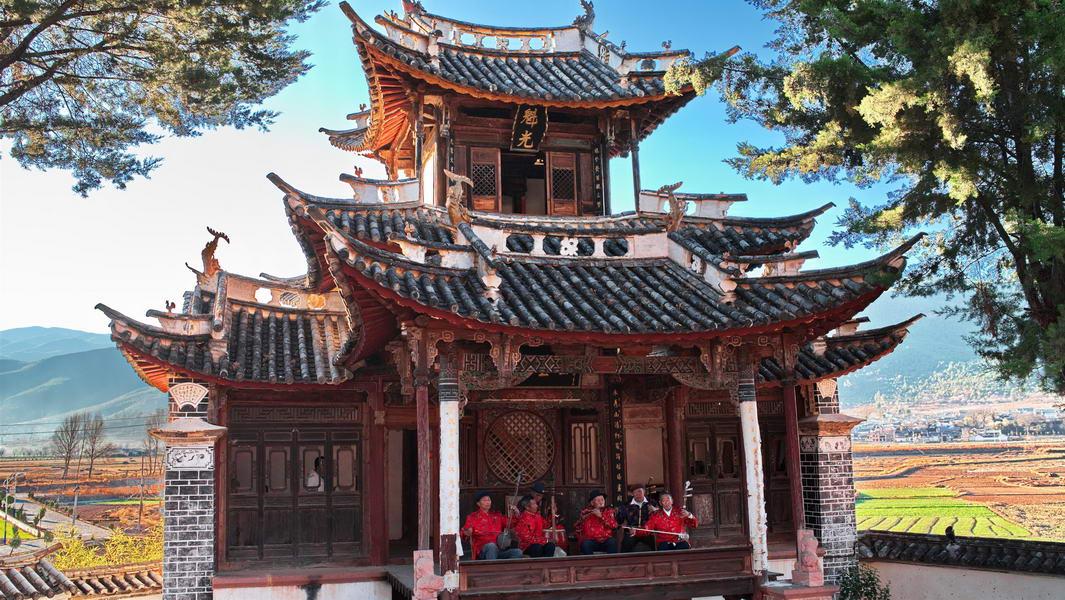 shaxi-yunnan-old-theatre-inn-ancient-music-show